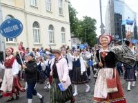 025 Pärnu linn XII noorte laulupeo rongkäigus. Foto: Urmas Saard