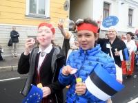 045 Pärnu linn XII noorte laulupeo rongkäigus. Foto: Urmas Saard