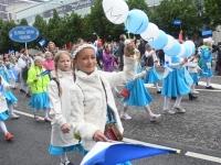 054 Pärnu linn XII noorte laulupeo rongkäigus. Foto: Urmas Saard