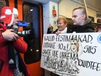 043 Pärnust Tallinna väljunud viimasel reisirongil. Foto: Urmas Saard