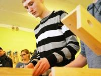 004 Pesakastide valmistamine Sindi gümnaasiumis. Foto: Urmas Saard