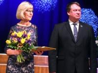 Andres Vään ja tunnustuse pälvinud perearst Sirje Alusalu Eesti iseseisvuspäevale pühendatud vastuvõtul. Foto: Väino Valdmann