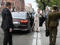 007 President Kersti Kaljulaid Iseseisvuse väljakul. Foto: Urmas Saard / Külauudised