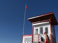008 Punane lipp Pärnu keskrannas hoiatab sinivetikate eest. Foto: Urmas Saard