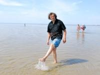 016 Rait Pärg tähistab oma juubelit Pärnu rannas skulptuuride valmistamisega. Foto: Urmas Saard