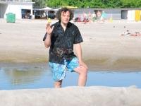 014 Rait Pärg juubelipäeval Pärnu rannas liivaskulptuuride keskel. Foto Urmas Saard