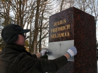 003 Seljamaa allkiri graniidil. Foto: Urmas Saard
