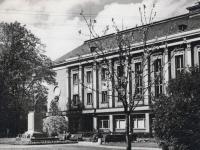 005 Pangahoone Rüütli platsi ääres nõukogude ajast. Foto: Marko Šorini kogust
