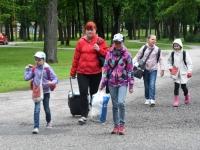 001 Sindi gümnaasiumi lapsed teel laulupeole. Foto: Urmas Saard