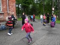 005 Sindi gümnaasiumi lapsed teel laulupeole. Foto: Urmas Saard