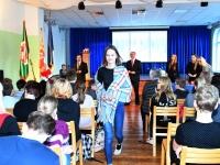 024 Sindi gümnaasiumi märk igale õpilasele. Foto: Urmas Saard