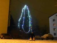005 Sindi jõulupuu korrusmajade vahel. Foto: Urmas Saard