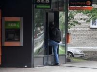007 Sindi Konsum pärast öist plahvatust SEB pangaautomaadi juures. Foto: Urmas Saard / Külauudised
