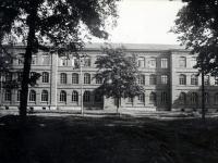 007 1901. a valminud Sindi koolimaja, mille esimese korruse parempoolsete akende taga asus ruum EELK Sindi kogudusele. Foto sindi muuseumi arhiivist