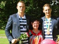036 Sindi tervitas Allar Raja ja Sten-Erik Andersoni. Foto: Urmas Saard