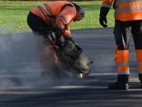 005 Sindi uue skatepargi asfalteerimine. Foto: Urmas Saard