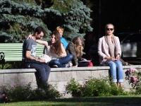 004 Siurulastega Koidula pargis. Foto: Urmas Saard