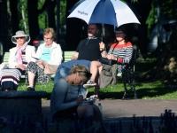 008 Siurulastega Koidula pargis. Foto: Urmas Saard