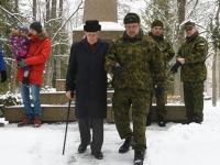 Kalju Tamm ja Urmas Piigert, Tartu rahu 101. aastapäeva mälestushetk Türi kesklinna kalmistul. Foto: Urmas Saard / Külauudised