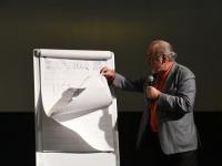 006 Toomas Alatalu peab loengut Tervise konverentsikeskuses TÜ Pärnu kolledži Väärikate ülikooli kuulajatele. Foto: Urmas Saard