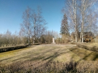 1 Carl Robert Jakobsoni monument Torma koolimaja ees. Foto: Jaan Lukas