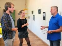 003 Vabatahtlikud Pärnu Nooruse majas; Julien Tort, Zoé Favre d'Anne, uudo Laane. Foto: Urmas Saard. Foto: Urmas Saard