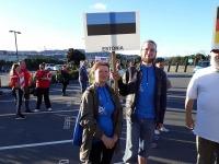 Tiina Laurisson koos vihulaskjast poja Peeter Laurissoniga Uus -Meremaal maailmameistrivõistluste avamisel. Foto: Vooremaa Viburada