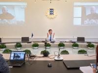 002 Videokonverents regioonide juhtidega. Foto: Stenbocki maja