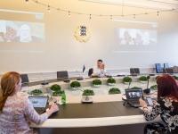 005 Videokonverents regioonide juhtidega. Foto: Stenbocki maja