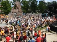 006 XXVII Viljandi pärimusmuusika festivali avakontserdil Kaevumäel. Foto: Urmas Saard