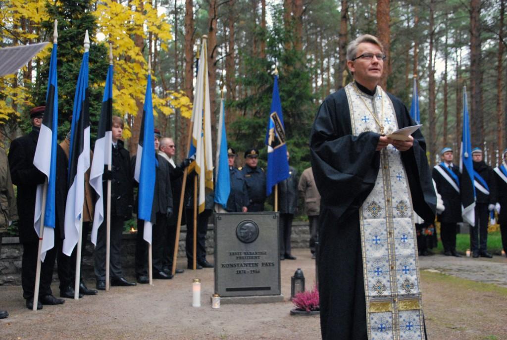 Ülempreester Aleksander Sarapik Pätsi rahulas Tallinna Metsakalmistul Foto Urmas Saard