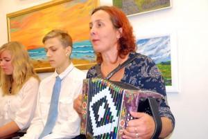 Ülle Jantson esitab Olga Kalda loodud sõnadele viisistatud  Credot Foto Urmas Saard