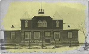 Laiuse seltsimaja ajaloolisel fotol.