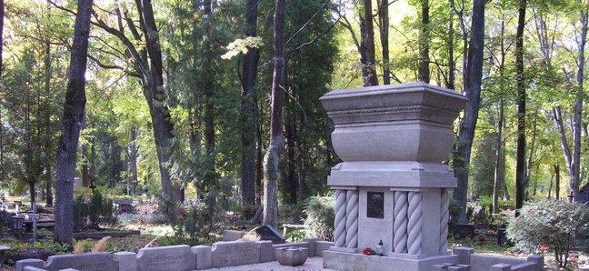 Julius Kuperjanovi hauasammas Tartus Raadi kalmistul. Foto: Tartu linnavalitsus