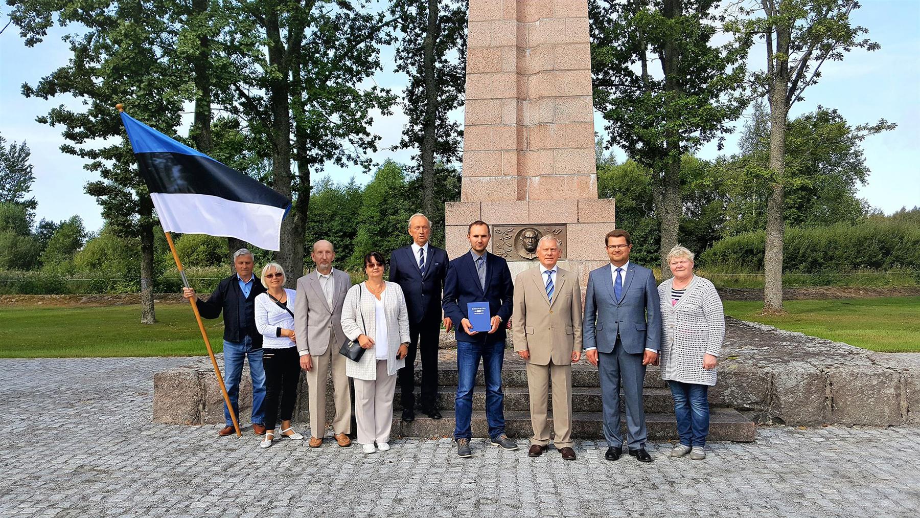 28. taasiseseisvumisepäeval Tahkurannas president Konstantin Pätsi ausamba juures. Foto Marko Šorin