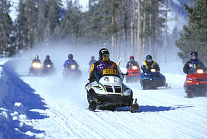 300px-SnowmobilesYellowstone