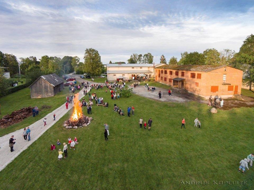 451 aastat Taikse esmamainimisest tähistatakse külapäeva ning jaanisimmaniga, 2015 aastal Foto Andrus Kopliste