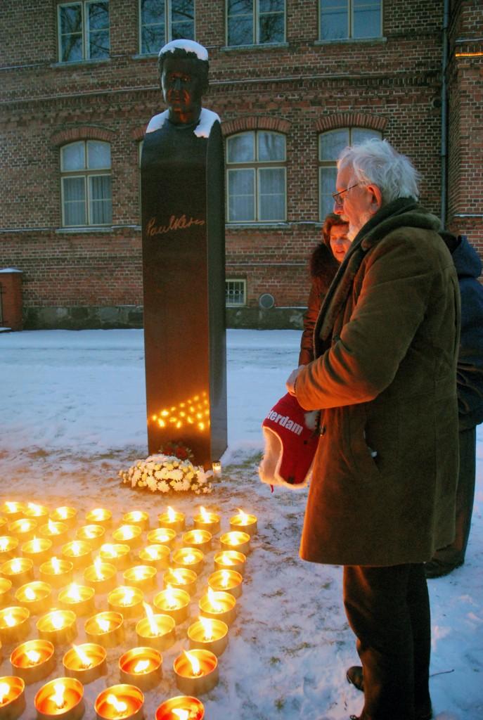 64 küünalt Paul Kerese mälestuseks tema sajandal sünniaastapäeval Pärnus Foto Urmas Saard
