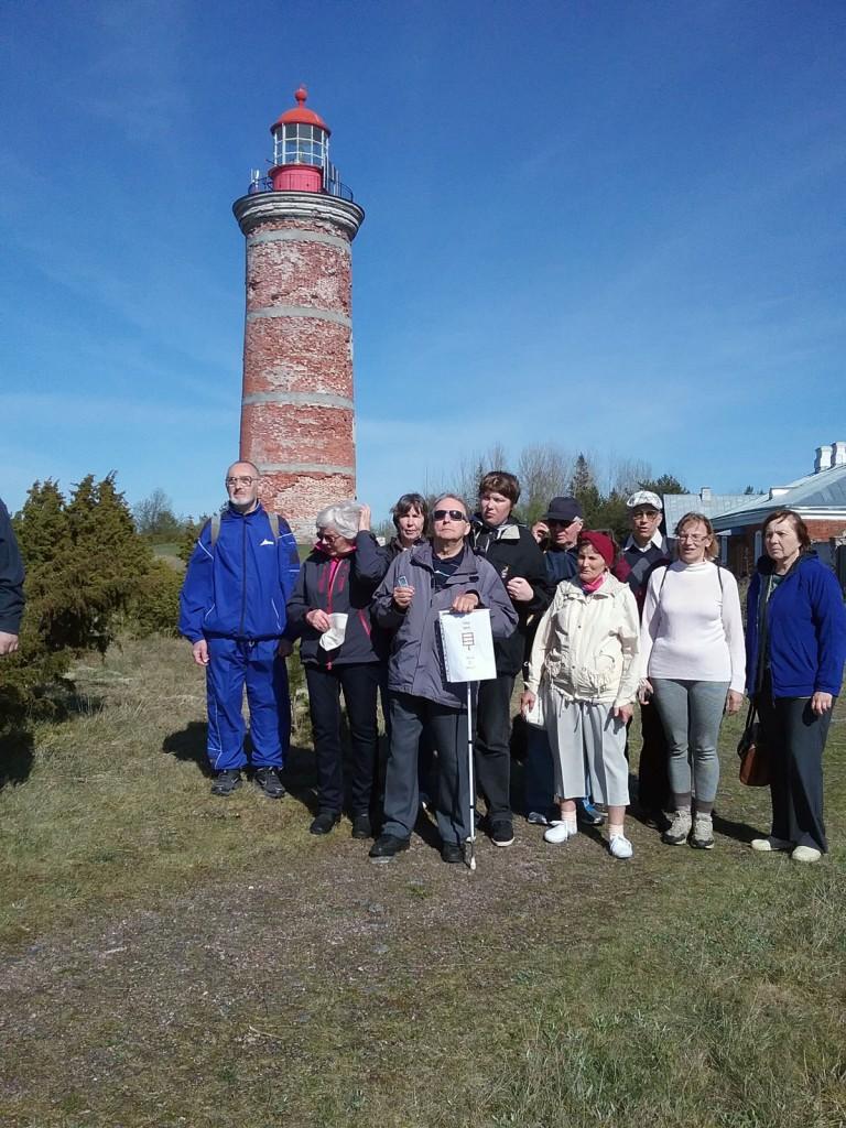 A001 Väikesaarte sõbrad Tallinnast ja Tartust Mohni saart külastamas Valge kepiga härra on Aldo Kals Foto erakogust