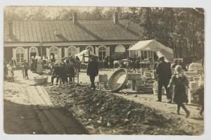 Ajalooline foto kunagisest Sindi turuplatsist, kus nüüd jälle üle pika aja laata peetakse Foto Sindi muuseumi arhiivist