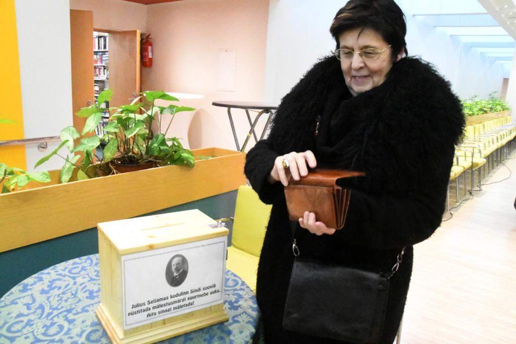 Annetuste kast Julius Friedrich Seljamaa mälestusmärgi püstitamiseks Sindi linna Foto Urmas Saard