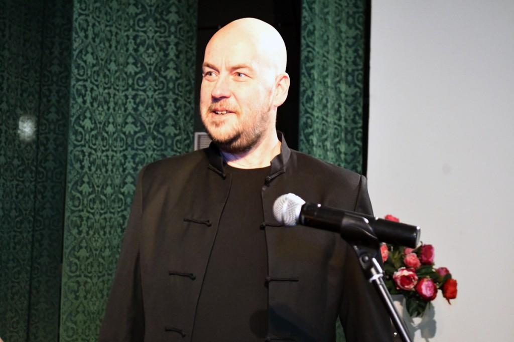 Artur Talvik esineb TÜ Pärnu kolledži Väärikate ülikooli kuulajatele Foto Urmas Saard