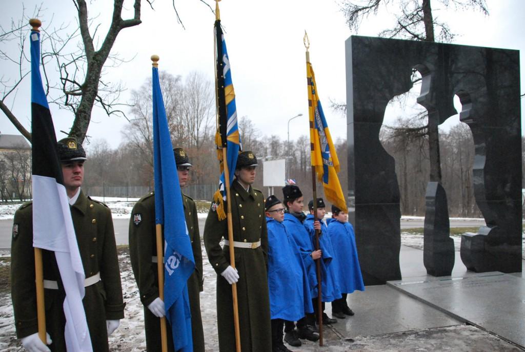 Auvalve Maria ja Johan Laidoneri mälestusmärgi juures Viimsi mõisapargis Foto Urmas Saard