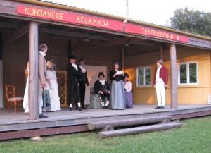"""Avinurme suveteatri esindajad mängisid teatrifestivalil """"Tädi Brasiilias"""""""
