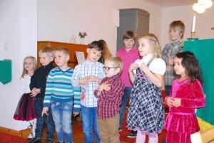 EELK Sindi koguduse pühapäevakooli lapsed laulavad Oi, kes on loonud Foto Urmas Saard