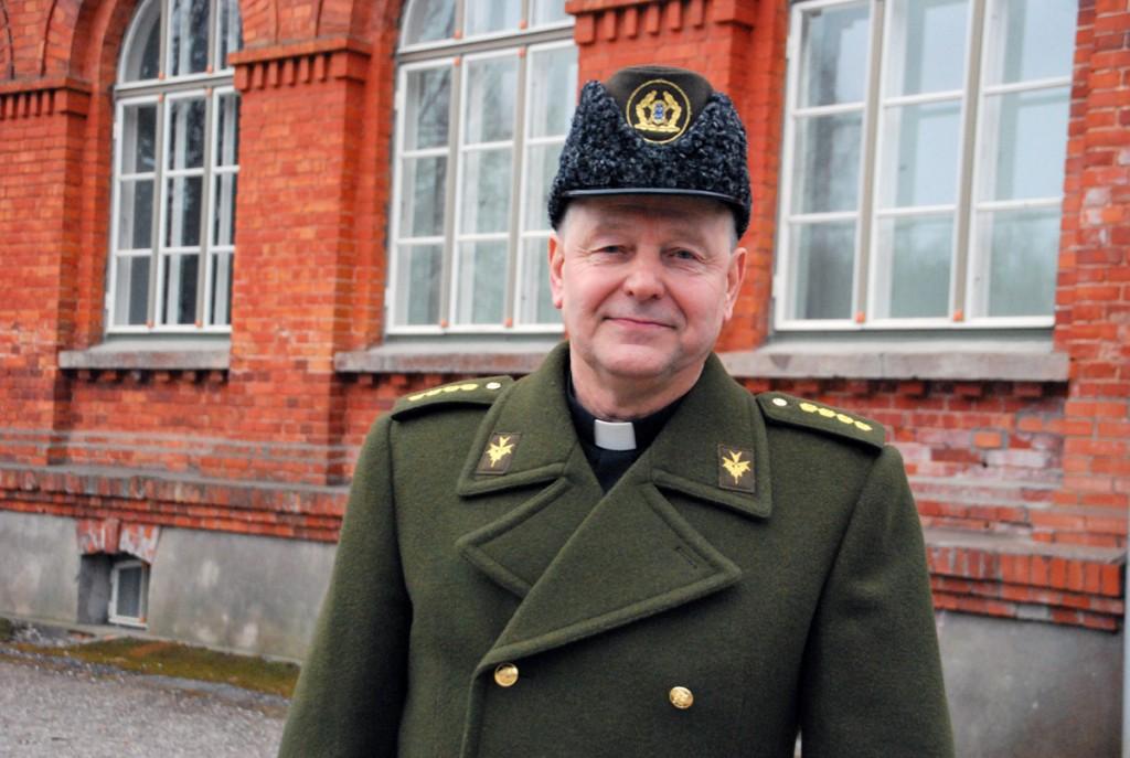 Eduard Kakko, Kaitseliidu Pärnumaa maleva kaplan, külastas Sindi gümnaasiumit Foto Urmas Saard