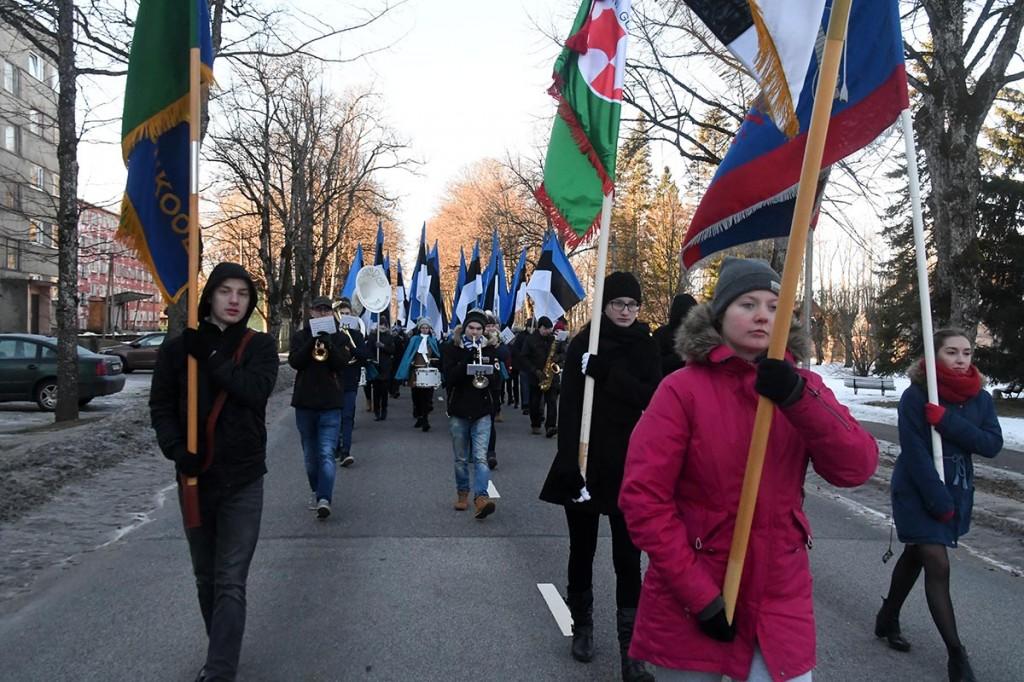 Eesti Vabariigi 101. aastapäeva tähistamine rongkäiguga Sindis ajaloolisel Pärnu maanteel. Foto Urmas Saard