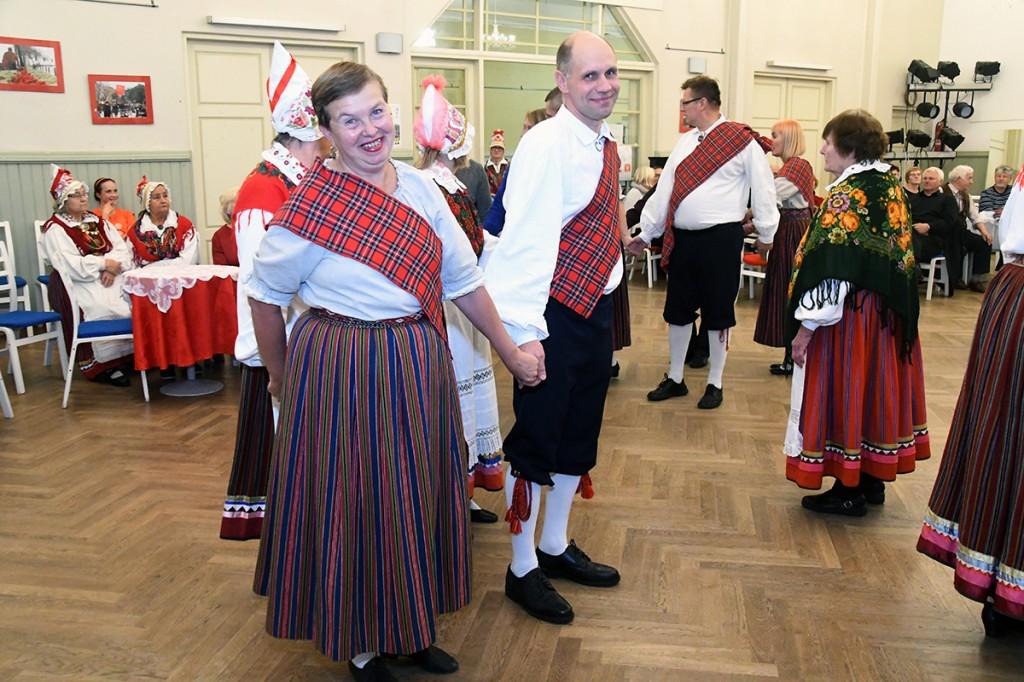Eesti ja šoti tantsud Raeküla Vanakooli keskuses Foto Urmas Saard