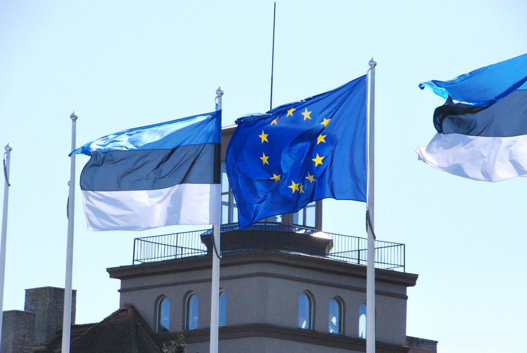 Eesti ja Euroopa Liidu lipud Pärnu südalinnas. Foto: Urmas Saard