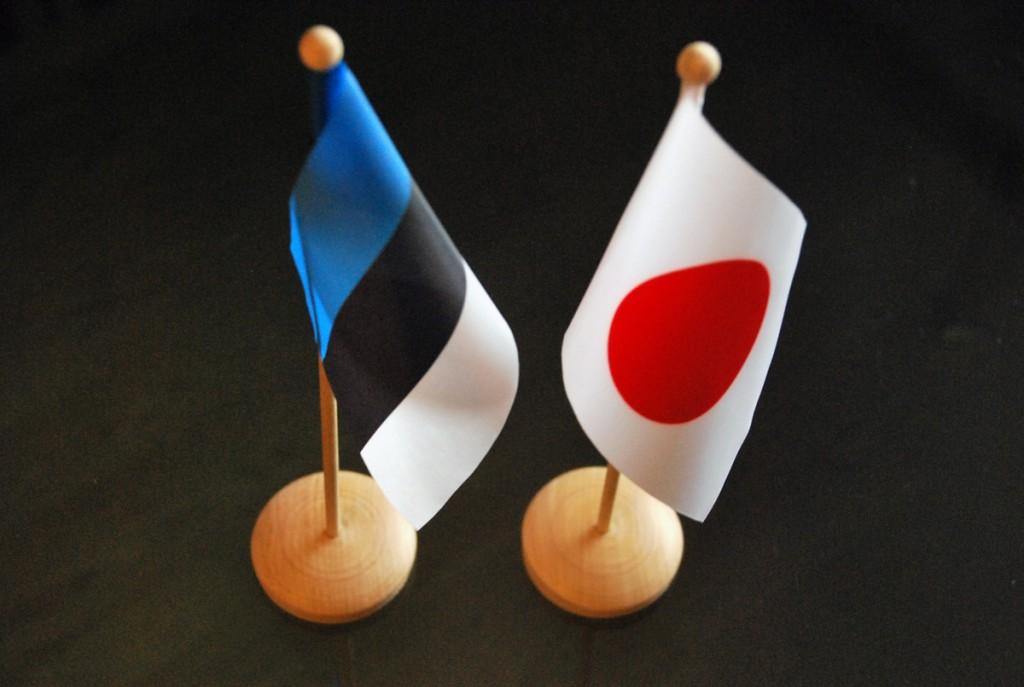 Eesti ja Jaapani lipud Foto Urmas Saard
